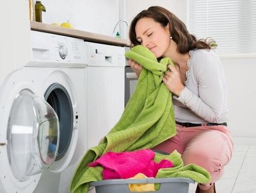 trucos-conservar-suavidad-absorcion-color-toallas